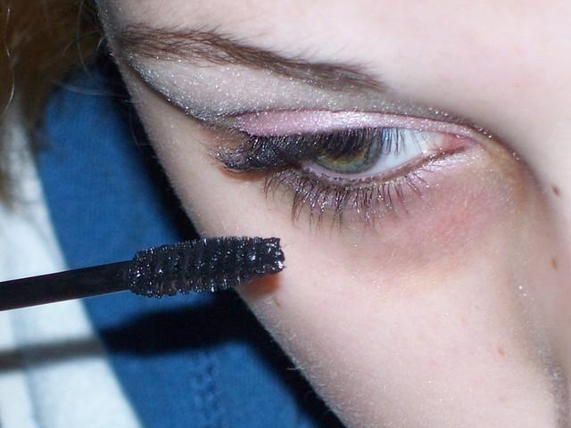 男子の目を釘付けする猫目メイク実践法の注意点5つ