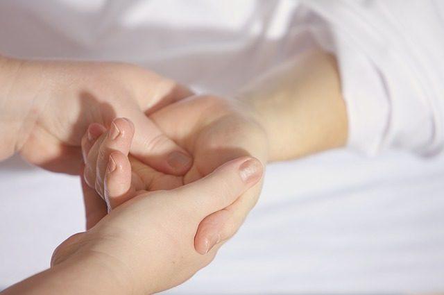 手のかゆみの原因は水虫?手水虫の特徴と治療法5つ