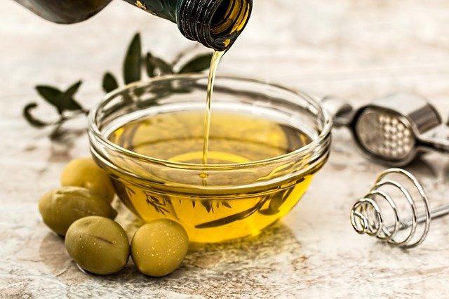 オリーブオイルを飲んで肌荒れ便秘を止める方法と安全な飲み方7つ