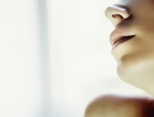 口の周りのニキビの原因と跡を残さない治し方7つ