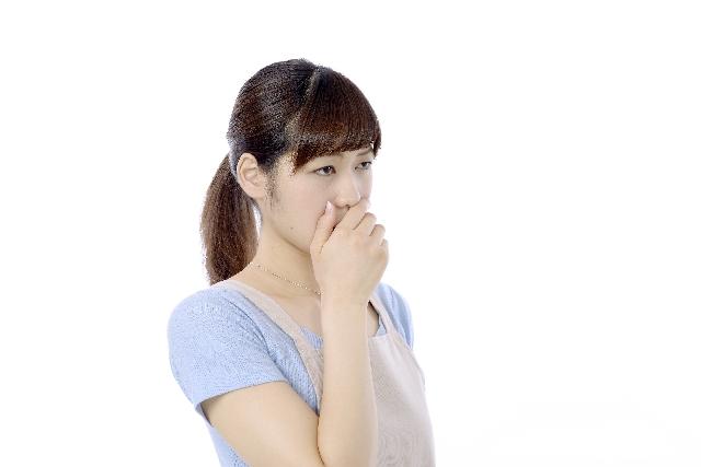 口の中が苦い時に考えられる7つの原因と病気の兆候