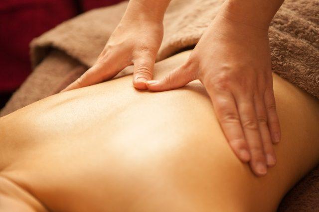 背中に起こる筋肉痛の原因と痛みを緩和する方法5つ