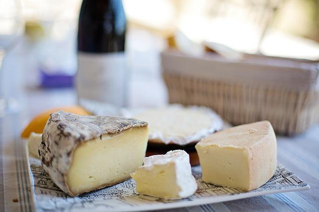 頭痛や吐き気だけじゃない!チーズの食べ過ぎで起こる体の不調と改善法7つ