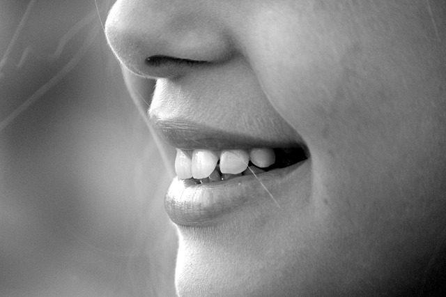 顔のシミを自宅で薄くするための6つのケア方法