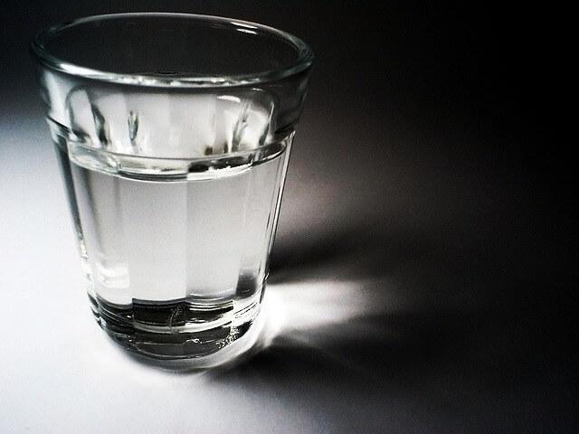 水の飲み過ぎが原因で起こる体の不調と改善方法6選