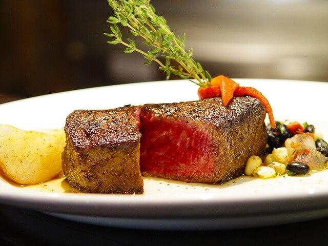 ステーキのカロリーは意外に少ない?肉ダイエットを成功させるための肉選びと調理法