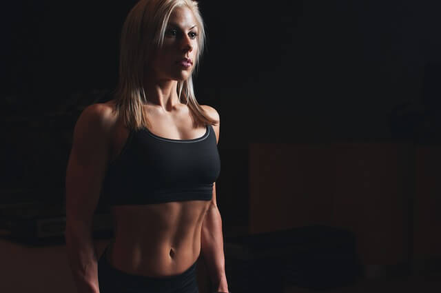 EMSの効果は限定的?腹筋を割る前にやっておくべき食事制限とトレーニング